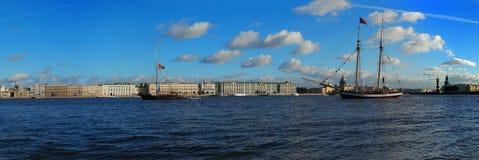petersburg Panorama des Neva Stockbilder