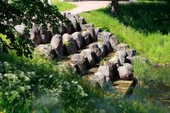 Petersburg Rosja, Czerwiec, - 29, 2017: kaskada jeziora i gwałtownych jeziora w Tsarskoye Selo Pushkin, StPetersburg, Rosja Zdjęcie Stock