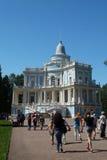 Petersburg Rosja, Czerwiec, - 03, 2016: Ślizgowy wzgórze pawilon w Oranienbaum obrazy royalty free