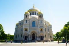 Petersburg Rosja, Czerwiec, - 03, 2016: Morska katedra St Nicholas w Kronstadt Obraz Royalty Free