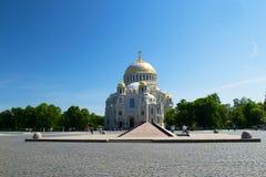 Petersburg Rosja, Czerwiec, - 03, 2016: Morska katedra St Nicholas w Kronstadt i Zdjęcie Royalty Free