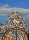 Petersburg Rosja, Czerwiec, - 29, 2017: Troutsky wioska catherine pałac Petersburg Russia selo st tsarskoe złoty orzeł na bramach Obraz Stock