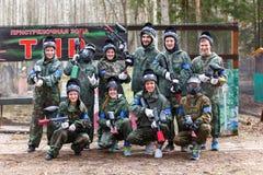 Petersburg Rosja, Kwiecień, - 24, 2016: Paintball turniej w Snaker klubie między uczniem zespala się od pięć uniwersytetów Zdjęcie Stock