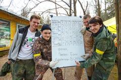 Petersburg Rosja, Kwiecień, - 24, 2016: Paintball turniej w Snaker klubie między uczniem zespala się od pięć uniwersytetów Obraz Stock