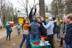 Petersburg Rosja, Kwiecień, - 24, 2016: Paintball turniej w Snaker klubie między uczniem zespala się od pięć uniwersytetów Zdjęcia Stock
