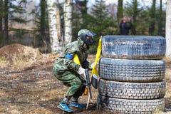 Petersburg Rosja, Kwiecień, - 24, 2016: Paintball turniej w Snaker klubie między uczniem zespala się od pięć uniwersytetów Fotografia Royalty Free