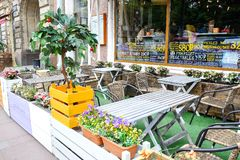 Petersburg Rosja 06 08 2018 Lato kawiarnia na ulicie St Petersburg Zdjęcie Royalty Free