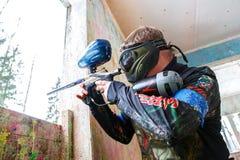 Petersburg Rosja, Luty, - 21, 2016: Dużego rocznego paintball scenariuszowy gemowy 'dzień M' w Snaker klubie Zdjęcie Stock