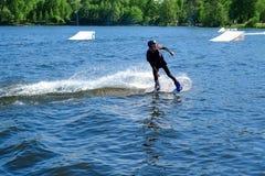 Petersburg Rosja 05 19 2018 Windsurfing żeglowanie i wodne aktywność Obrazy Royalty Free