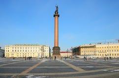 Slotten kvadrerar i Petersburg, Ryssland. Arkivbilder