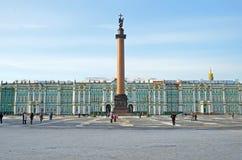 Slotten kvadrerar i Petersburg, Ryssland. Royaltyfri Bild