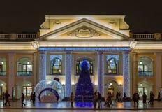 petersburg russia st December 15, 2017 Julgarnering på stora Gostiny Dvor, Nevsky aveny fotografering för bildbyråer