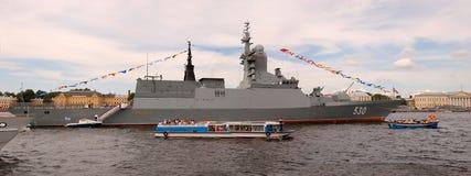 PETERSBURGO EL 26 DE JULIO: Desfile naval. Panorama. Imagenes de archivo