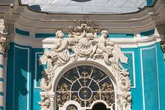 Petersburgo, Rússia - 29 de junho de 2017: Salão do palácio do ` s de Katherine na vila de Tsarskoe Detalhes e elementos arquitet imagem de stock royalty free