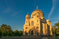 Petersburgo, Rusia - 29 de junio de 2017: LA CATEDRAL DEL MAR DE NIKOLSKY EN KRONSHTADT ES LA IGLESIA PRINCIPAL DE LA FLOTA MILIT Imagen de archivo