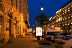 Petersburgo, Rusia - 29 de junio de 2017: Nevsky Prospekt en la noche Foto de archivo libre de regalías
