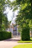 Petersburgo, Rusia - 29 de junio de 2017: Tsarskoe el pueblo landscaping foto de archivo libre de regalías