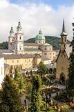 Petersfriedhof e catedral Salzburg Áustria Foto de Stock