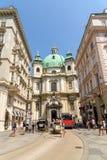 Peterskirche (helgon Peter Church) i Wien arkivbild