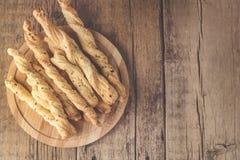 Petisco de varas de pão de Grissini em um espaço liso horizontal da cópia da disposição da opinião superior de Tapas Bar Homemade imagem de stock