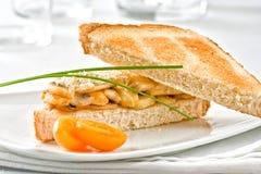 Petisco delicioso do sanduíche de galinha Foto de Stock