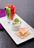 Petisco dos legumes frescos e do mergulho de queijo creme Foto de Stock Royalty Free