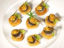 Petisco dos peixes - sardinha no brinde fotografia de stock royalty free