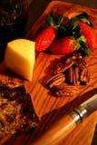 Petisco saudável do vinho e do queijo fotos de stock royalty free