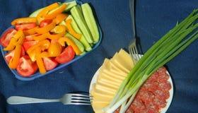 Petiscos aos pratos principais fora Foto de Stock