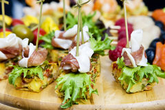 Petiscos da carne com vegetais fotografia de stock royalty free