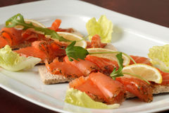Petiscos salmon fumados foto de stock royalty free