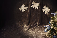 Petit arbre de Noël sur le fond pour des cartes postales et des salutations Photo libre de droits