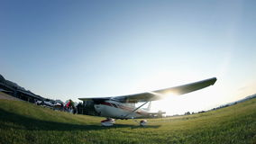 Petit avion au coucher du soleil clips vidéos