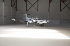 Petit avion dans un aérodrome Photo stock
