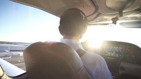 Petit avion, pilote Takes Off banque de vidéos