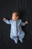 Petit bébé garçon dans des pyjamas Photographie stock libre de droits