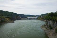 Petit barrage électrique hydraulique sur le Peace River, du nord-est AVANT JÉSUS CHRIST Photographie stock libre de droits