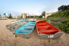 Petit bateau à la plage Photo stock