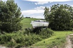 Petit bateau dans la campagne Images stock