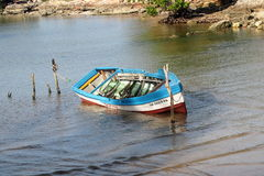 Petit bateau de pêche au Cuba Photographie stock libre de droits