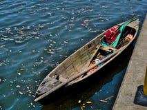 Petit bateau de pêche au Honduras image stock