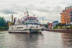 Petit bateau de touristes à Danzig, Pologne Images stock