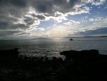 Petit bateau dirigé dedans Photo libre de droits