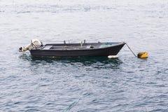 Petit bateau gris Photos libres de droits