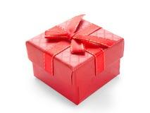 Petit boîte-cadeau rouge avec le ruban rouge Photo libre de droits