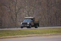 Petit camion à benne basculante photos libres de droits