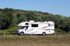 Petit camping-car de camping-car image libre de droits