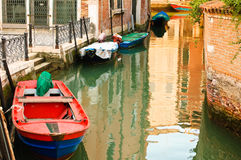 Petit canal à Venise, Italie Photo libre de droits