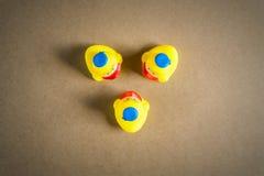 Petit caneton trois en caoutchouc jaune Image libre de droits