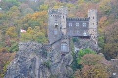 Petit château préservé sur le Rhin, Allemagne images stock